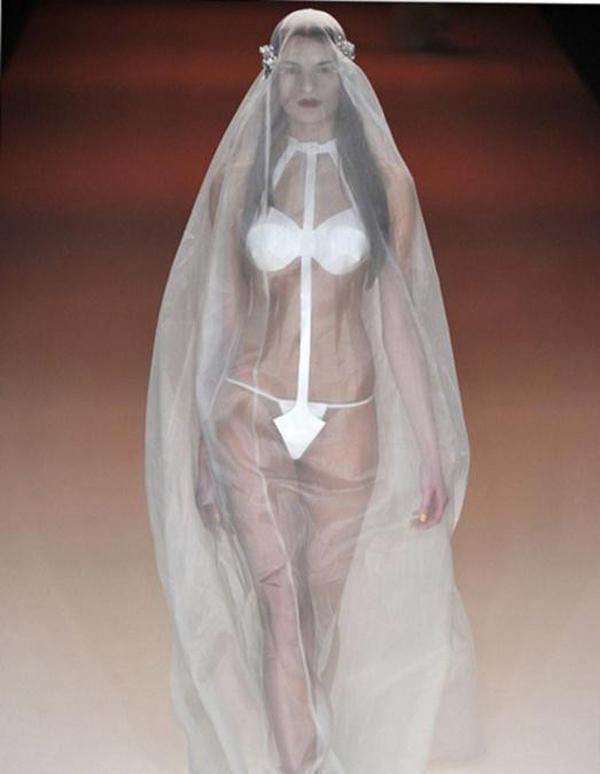 Просмотр фото жена не одела трусики под прозрачное платье 1 фотография