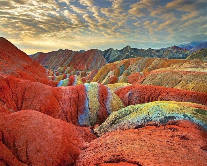 Cvetnye-skaly-Chzhane-Danksia-Kitay-provinciya-Gansu