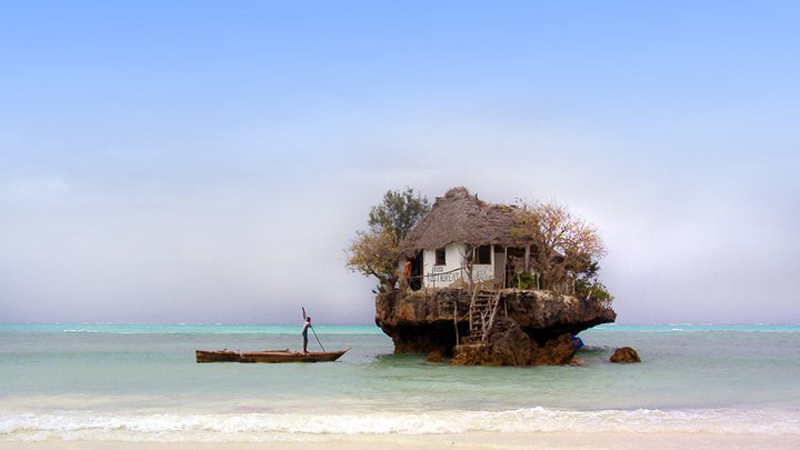 restaurant-on-zanzibar-beach