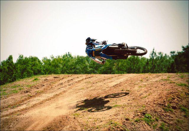 1334284027_motociklist-v-vozduhe