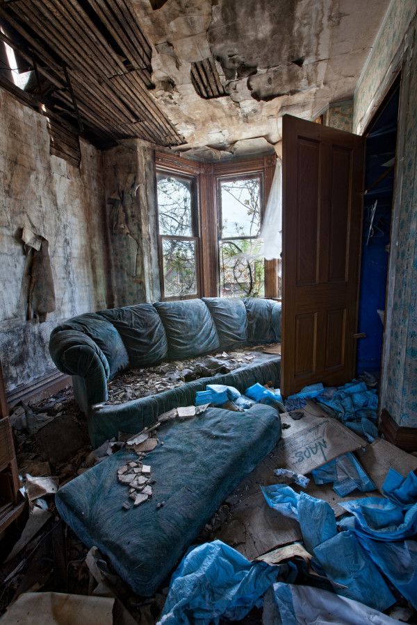 PIC BY MATTHEW CHRISTOPHER / CATERS NEWS - (PICTURED: An abandoned house in Western PA, 2013.) A photographer has travelled across America snapping the beautiful decay of the countrys abandoned HOUSES. Matthew Christophers eerie images include family heirlooms, rotting furniture and hanging clothes - all left behind by previous tenants. The snapper, 38, whose Abandoned America Facebook page has more than a quarter-of-a-million followers, travelled to New Jersey, Maryland, Connecticut, Indiana and New York for the series - as well as across his home state of Pennsylvania. Matthews reputation for shooting abandoned buildings grew from his haunting pictures of the likes of churches, factories, hospitals and asylums. - SEE CATERS COPY