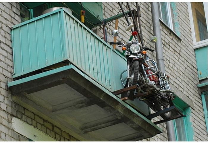 an_innovative_fix_for_getting_your_motorcycle_onto_your_balcony_08