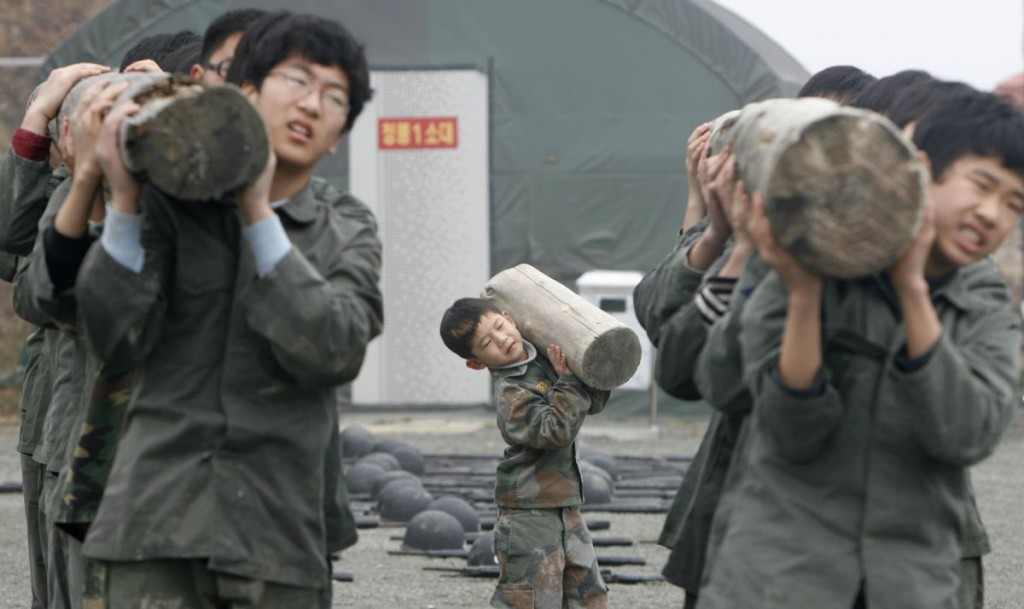 Primary and middle school students participate in a winter military camp for civilians at the Cheongryong Self-denial Training Camp run by retired marines in Ansan, about 40 km (25 miles) southwest of Seoul, January 7, 2008. Forty-one students are taking part in the six-day camp to strengthen their spirit and body. REUTERS/Lee Jae-Won (SOUTH KOREA) - RTX5AO8