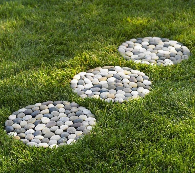 The Example Of Modern Decorative Garden Stepping Stones - Modern Design Ideas