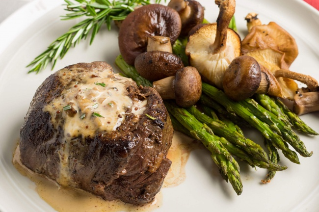16625815-featured-filet-mignon-whiskey-cream-sauce-plated-close-up-overhead-1471853212-650-a365cdc6d1-1471933845