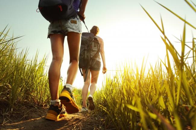 16626015-bigstock-Hikers-with-backpacks-walking--44736049-1471859098-650-32c304078f-1471933845