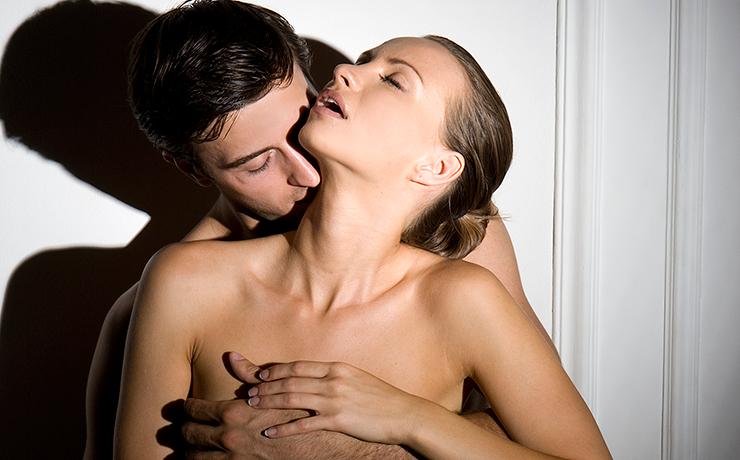 Домашний секс с страстной брюнеткой  173245