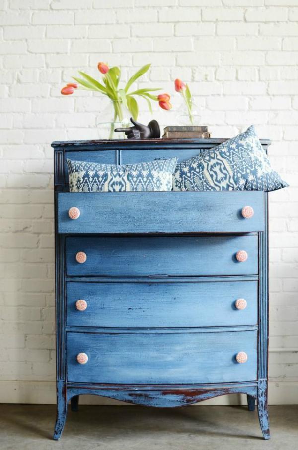 Идеи для обновления старой мебели своими руками 41