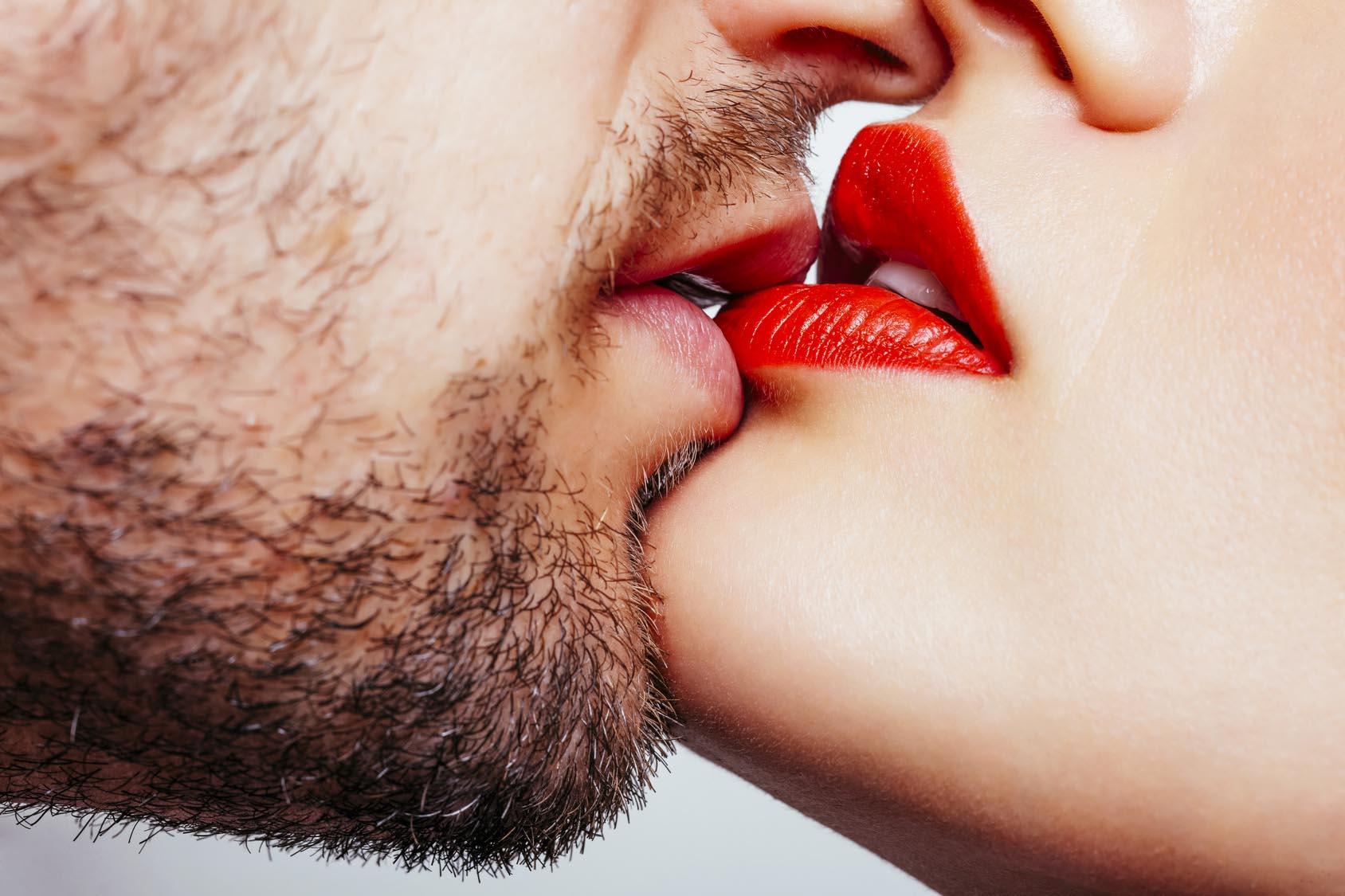 Картинки целующие губы