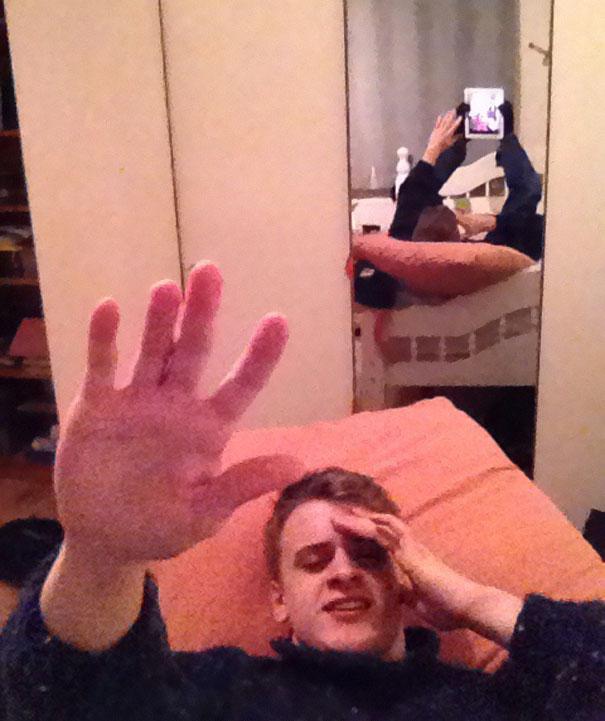 funny-selfie-background-reflection-fails-13-58988a800a43e__605