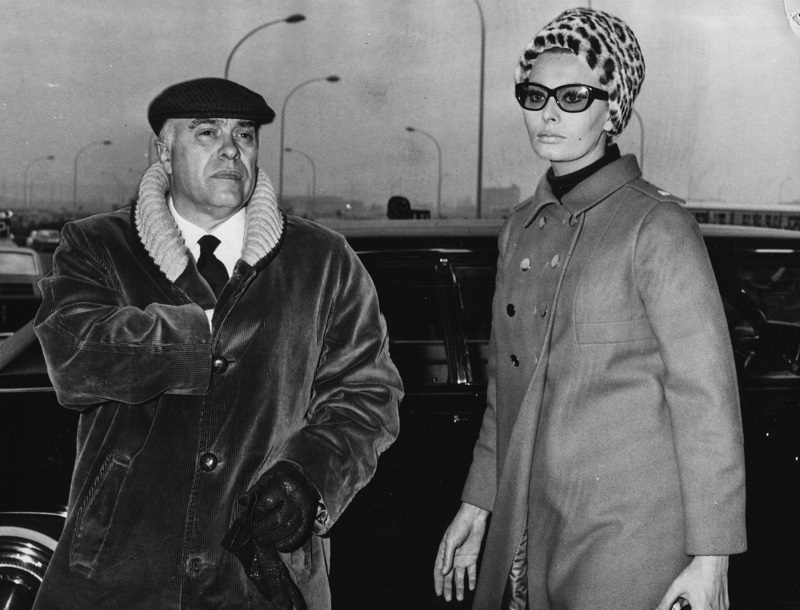 Actress Sophia Loren and her husband, film producer Carlo Ponti, arriving at Fiumicino Airport in Rome, February 1st 1967. (Photo by Keystone/Hulton Archive/Getty Images)