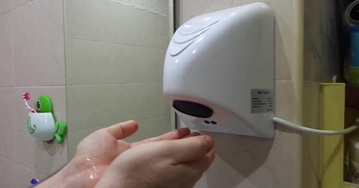 Сушить руки в туалете строго запрещено! Причина проста…