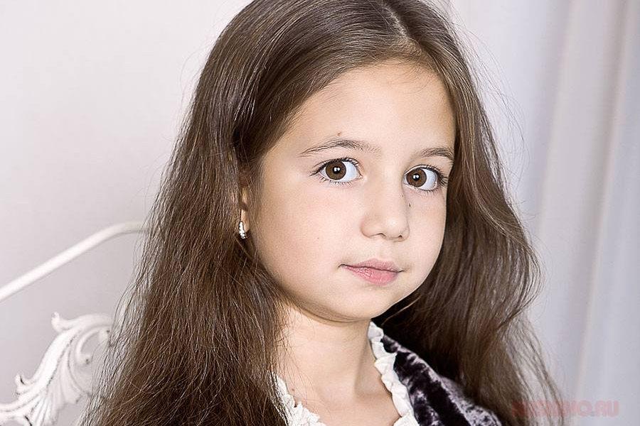 Помните маленькую Надю из «Закрытой школы»? Только посмотрите в какую красавицу превратилась актриса Габриэла Бровина