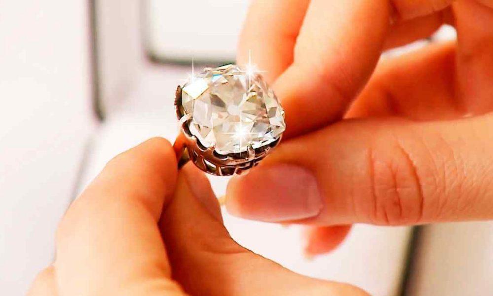 Женщина купила это кольцо на улице за 100 долларов, даже не догадываясь о его секрете