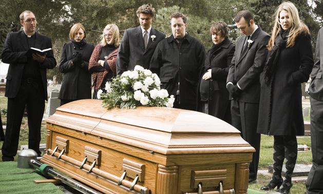 Плохие поверья на похоронах: эти действия могут привести смерть в ваш дом