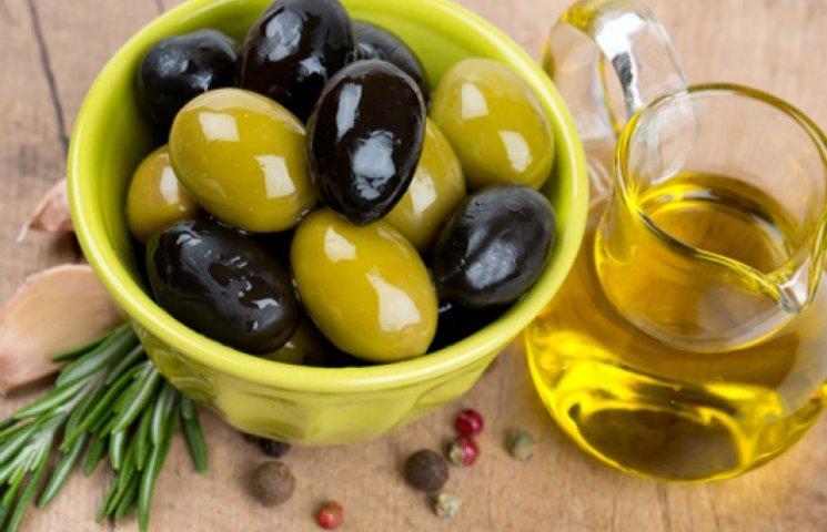 Узнайте, кому не рекомендуют есть оливки