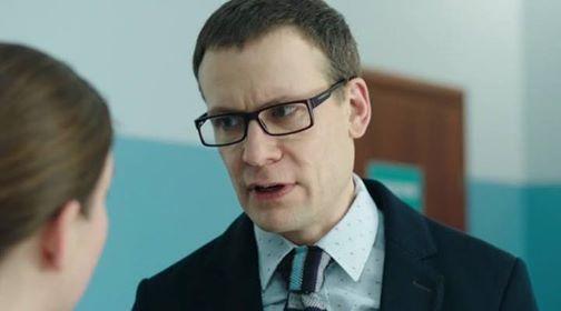 «Примерный семьянин, который играет негодяев»: Как живет звезда «Физрука», Роман Индык