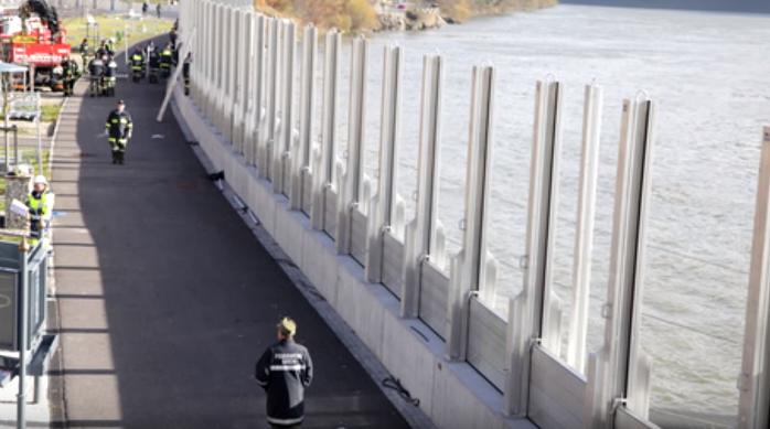 Люди каждый день строят этот забор. То, что кроется за ним  — пугает