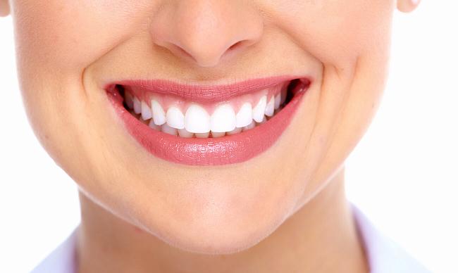 Врачи объяснили, какие продукты могут помочь отбелить зубную эмаль