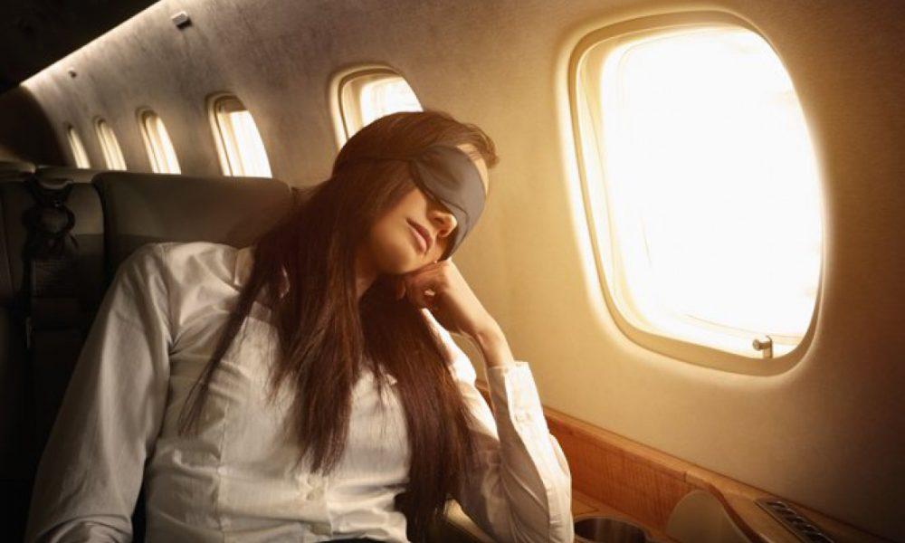 Почему не стоит спать в самолете во время взлета и посадки?
