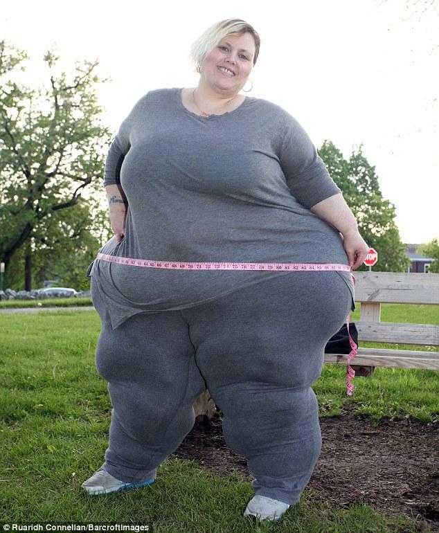 Девушка, страдающая ожирением, получает 2000 долларов за видеосеанс и худеть не собирается