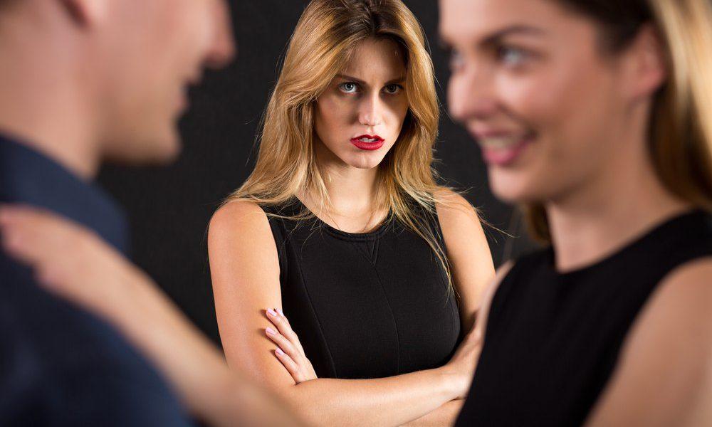 Обиженная супруга тайно продала дом назло мужу-изменнику и отправилась в круиз