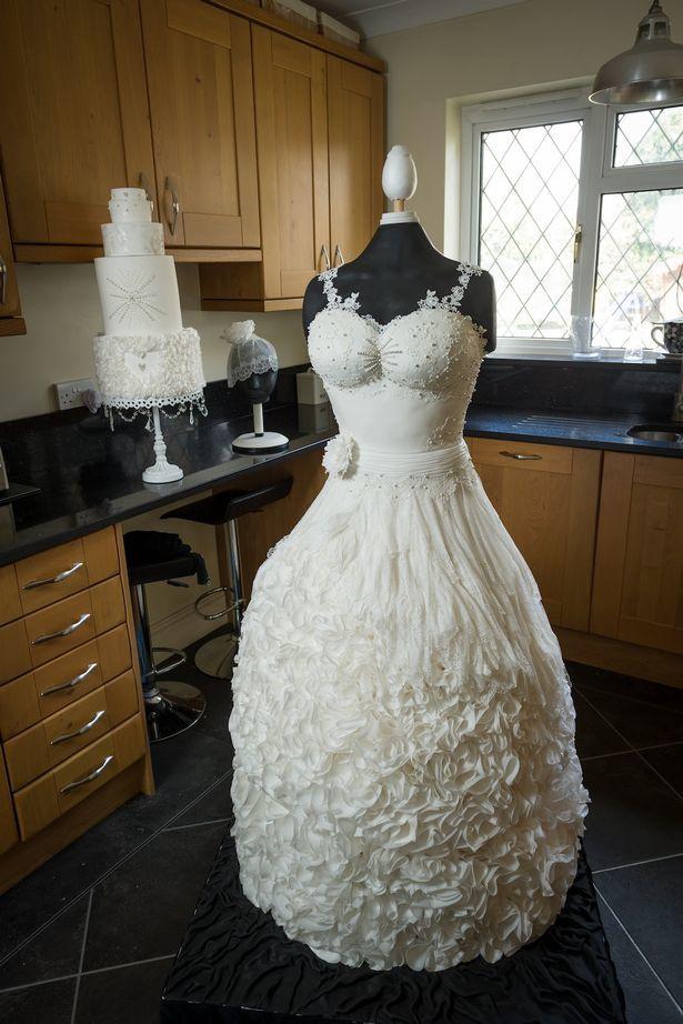 Этот свадебный наряд не смогла надеть ни одна невеста. Посмотрите, почему