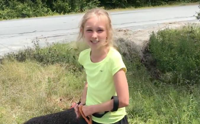 11-летняя девочка напоила и накормила двух бизнесменов, попавших в аварию. Это перевернуло их день