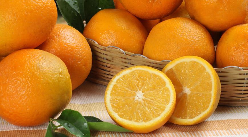 Обоятельный чудак ходил по улицам и просто так раздавал апельсины, а вместе с ними дарил счастье