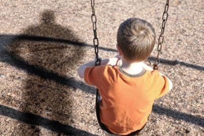 Незнакомец попытался увести мальчика, но он остолбенел, когда ребёнок сказал ему ЭТИ три слова…