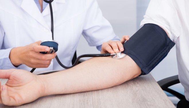 Как бороться с давлением без таблеток: советы врачей