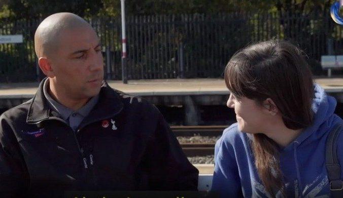 Машинист поезда вовремя заметил девушку на рельсах! Он просто с ней поговорил
