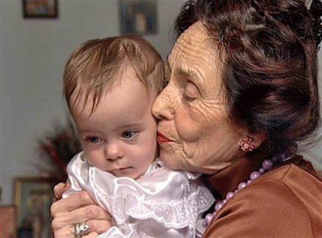 Женщина родила дочку в 67 лет. Вот как они с дочкой выглядят сейчас