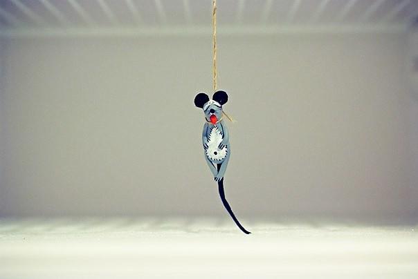 Слышали выражение «мышь в холодильнике повесилась?» — В нашем же она оставила послание