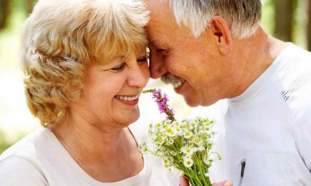 Моей маме 60 и она вдова. И вот собралась замуж на старости лет, зачем ей это? Променяла внуков на нового мужа