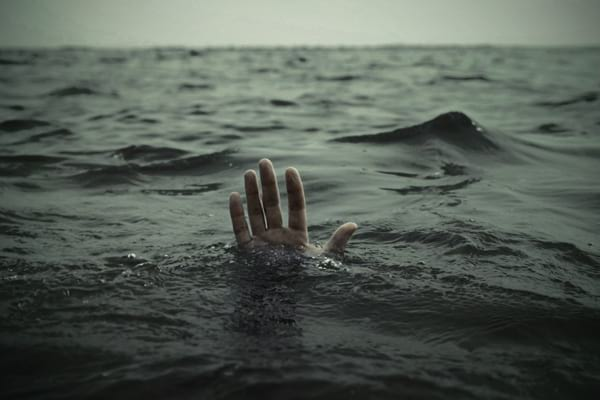 Мужчина оставил жену на лайнере, который шел на дно — ей не осталось места в спасательной шлюпке