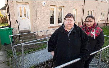 Аферистки или заложницы ситуации? Эти мать и дочь намеренно толстеют, чтобы не идти на работу!