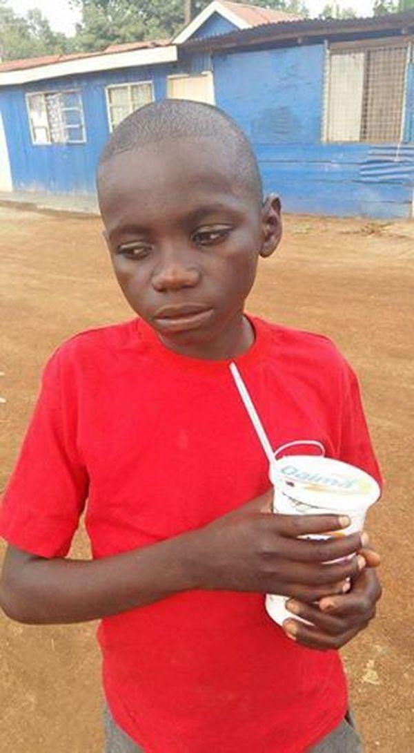 Бездомный мальчик приблизился к машине попросить милостыню у водителя. В окне он увидел то, что довело его до слез   Истории   Отдых