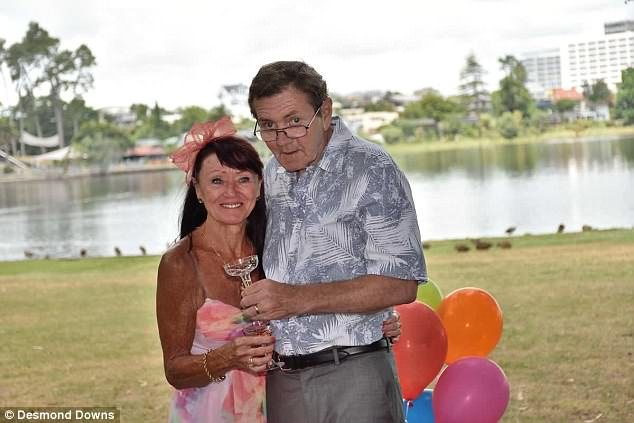После 34 лет брака мужчина с болезнью Альцгеймера сделал жене еще одно предложение. И вот что она ответила…