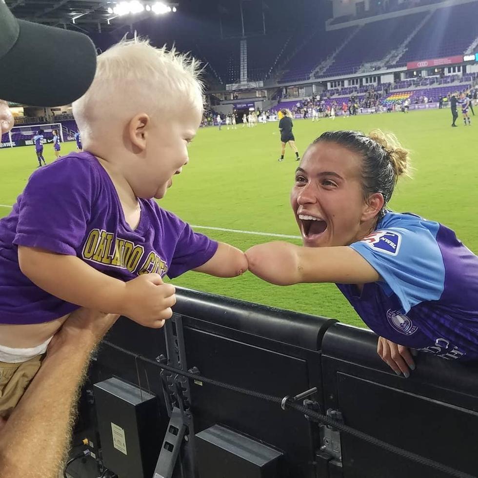 Маленький мальчик мечтал увидеть своего кумира, и эта встреча изменила его жизнь