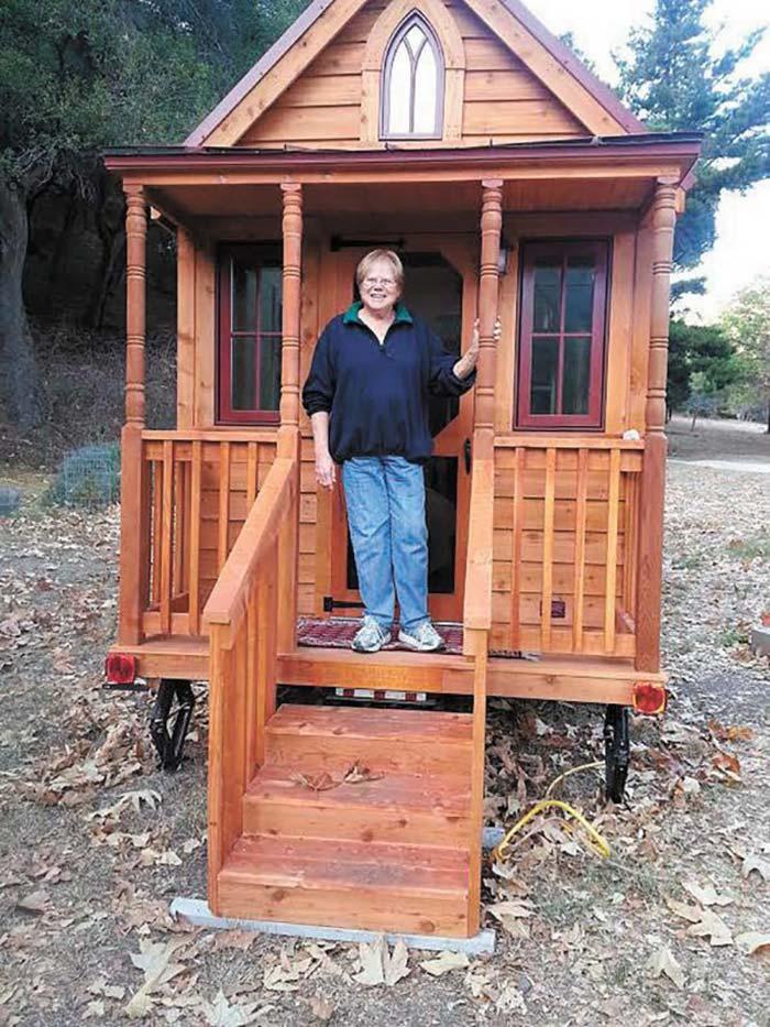 Изобретательные и сообразительные бабули переехали в крошечные дома, чтобы не платить коммуналку
