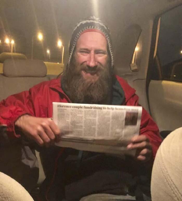 Этот бездомный отдал последние 20$ — и это в корне изменило его жизнь!