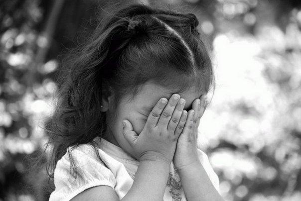 Развод родителей очень травмировал маленькую девочку