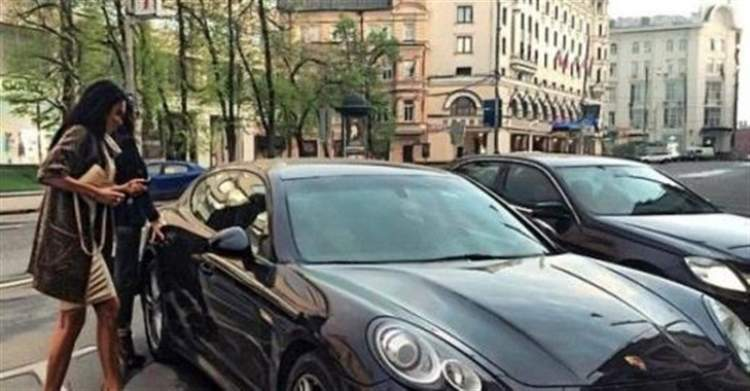 Парень работал заправщиком и однажды в рабочий день подъезжает Porsche Panamera