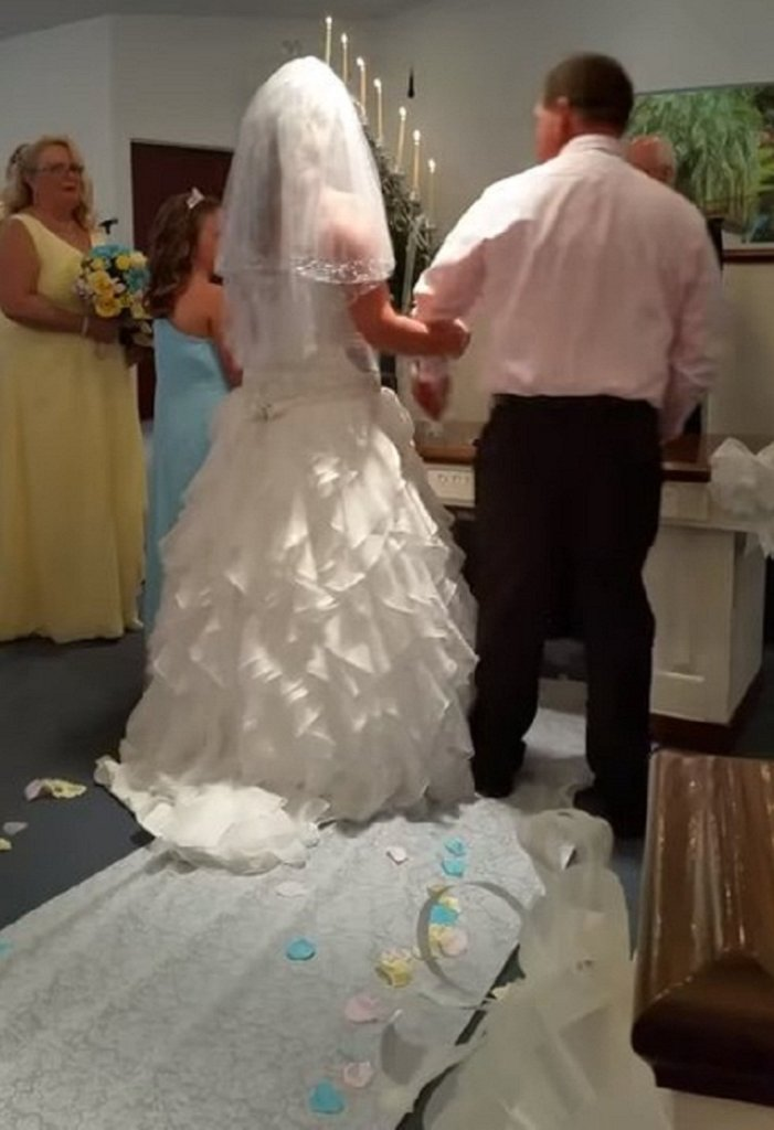 Невеста плакала навзрыд, глядя как жених клянется в любви ее дочери